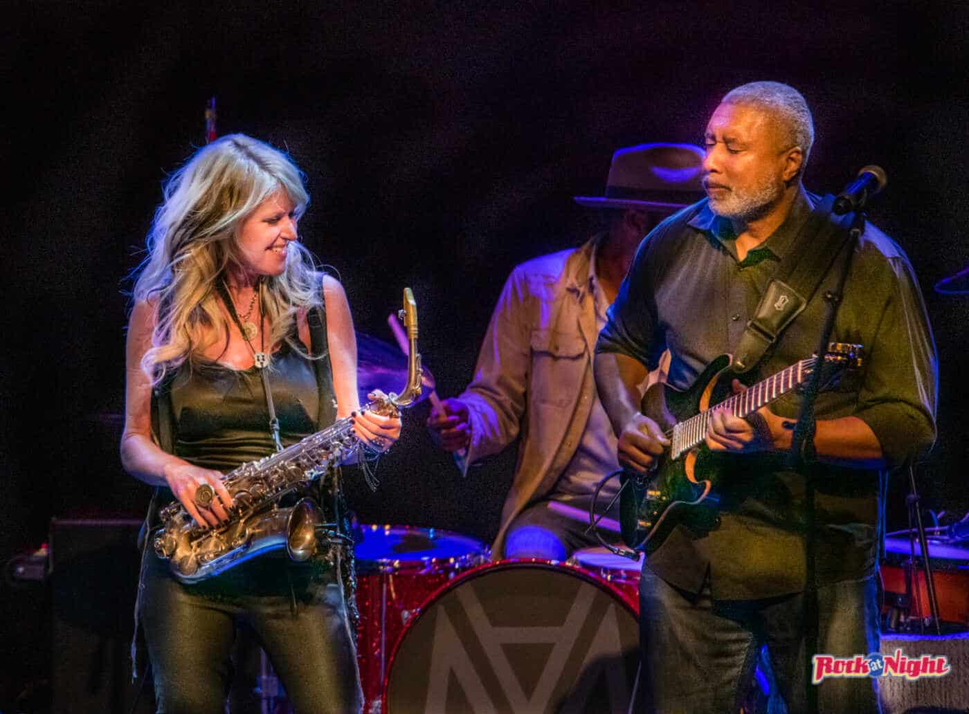 Mindi Abair and Bernie Williams DSC_9899